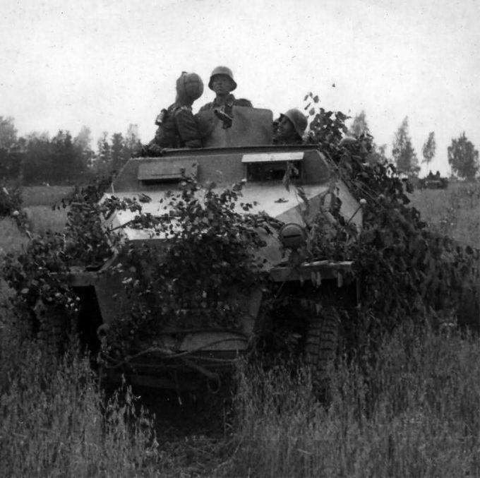 sdkfz_251_of_the_grossdeutschland